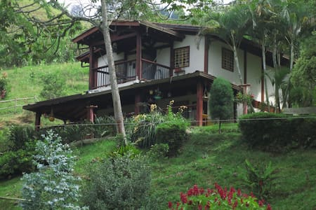 "Finca La Dulce Vida ""Bed and Breakfast"" Room 2 - Caldas - Bed & Breakfast"