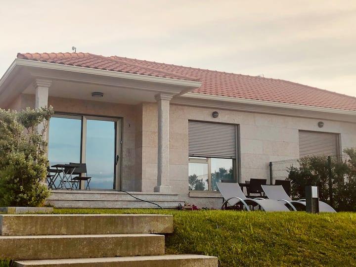 Casa nueva y acogedora al lado de la playa en Hío