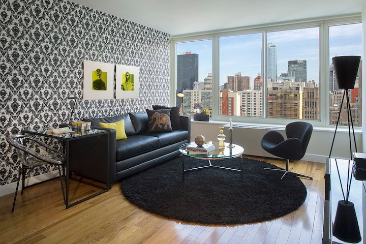 Chelsea One Bedroom, Stunning City Views from Rooftop and Fitness Center