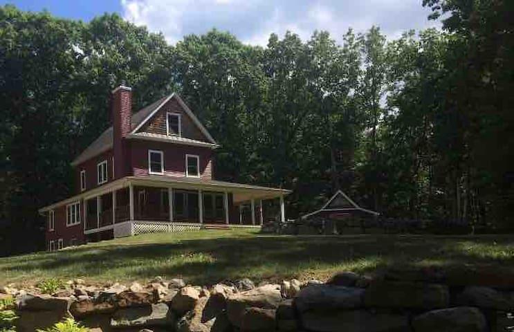 Modern farmhouse in Hudson Valley