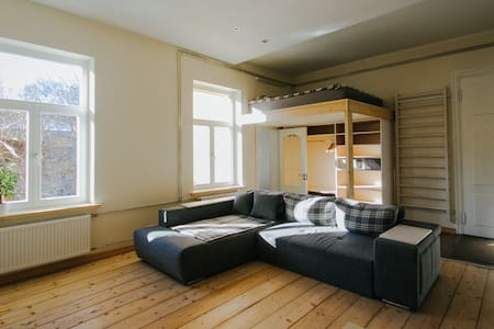 Studio beside Old Town + Breakfast - Apartment