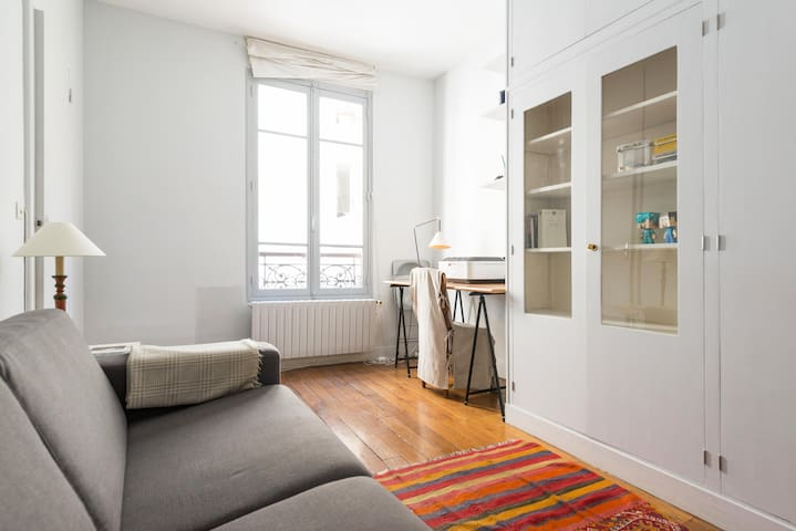 SMALL COSY SUITE IN THE MARAIS
