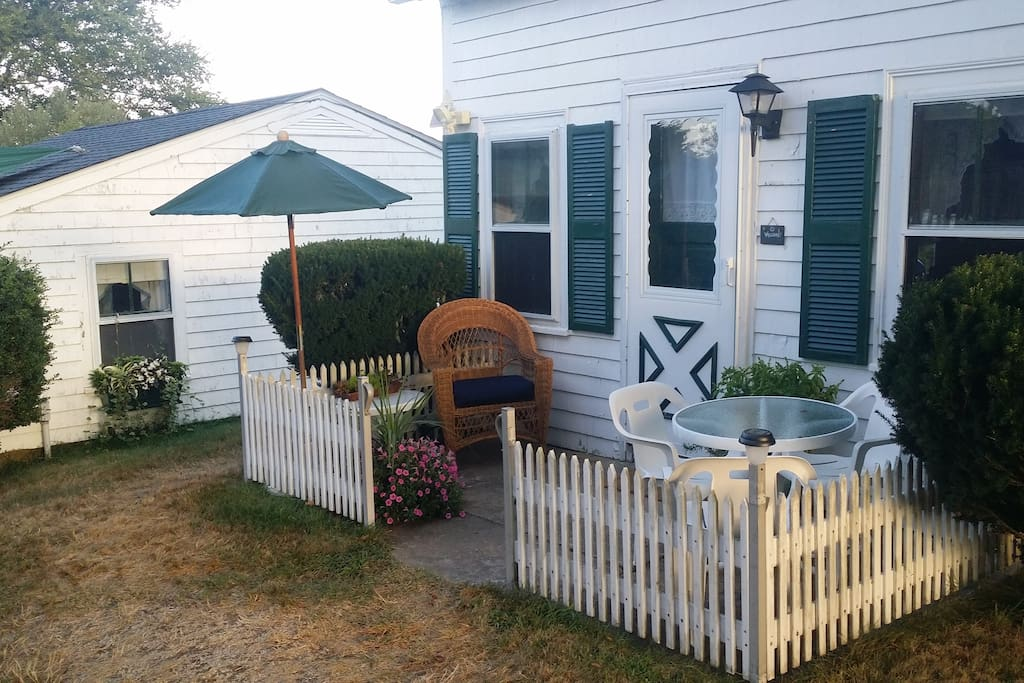 The harbourview block island captain 39 s cottage cabins for Block island cottage
