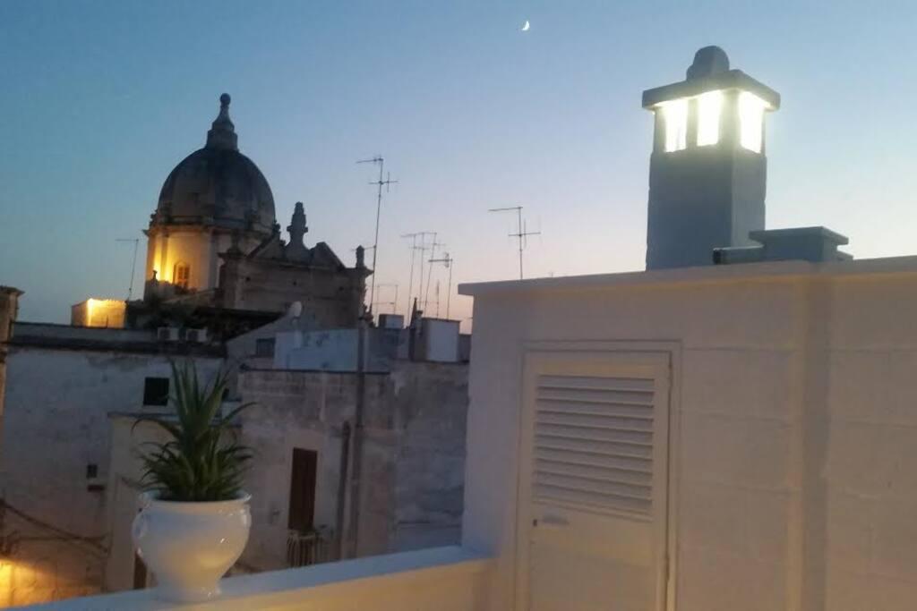 Il tetto sulla chiesa Santa Teresa
