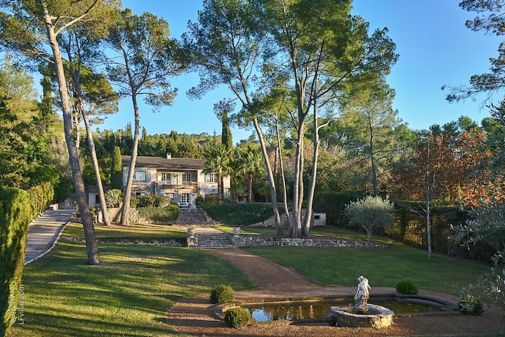 Villa Christine - Family home, next to golf club.