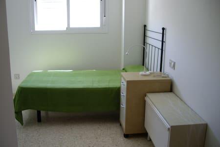 Habitación en pino montano - Sevilla
