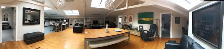 2 bedroom loft apartment living walk to octagon