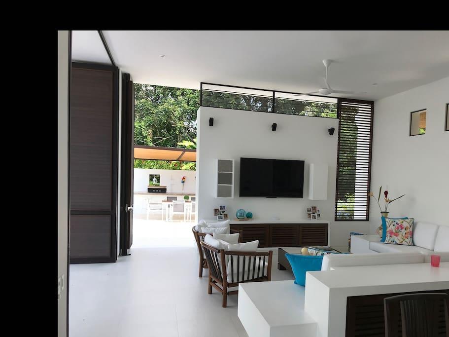 Sala, con sistema de televisión