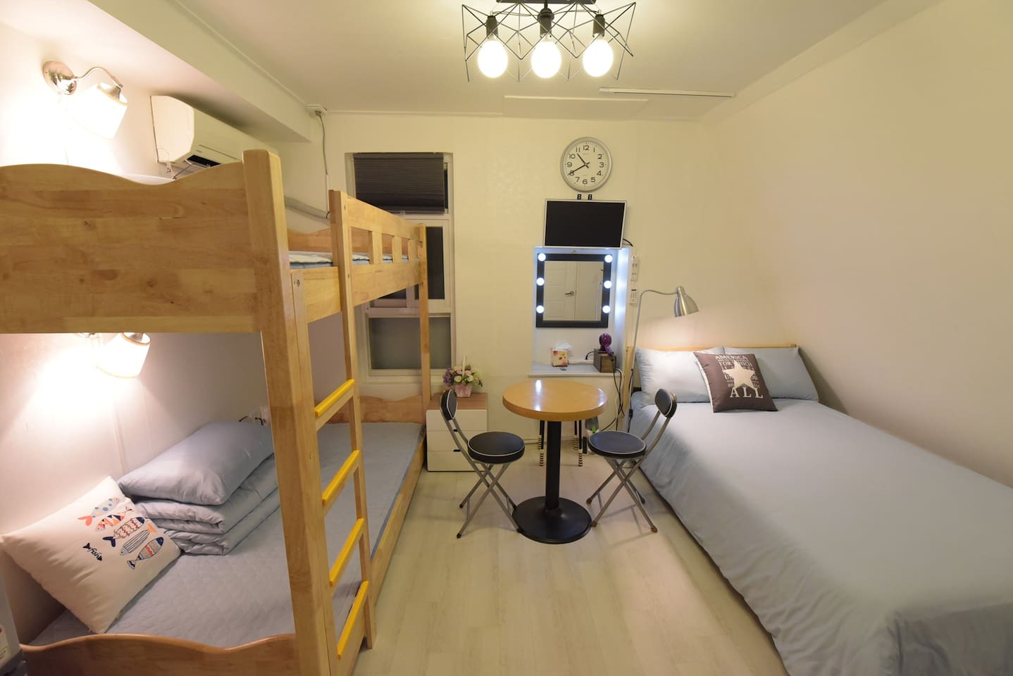 #501 is full equipped one doublesize and one bunk-bed room / 501호는 모든시설이 갖춰진 더블침대 1개, 이층침대 1개 방입니다