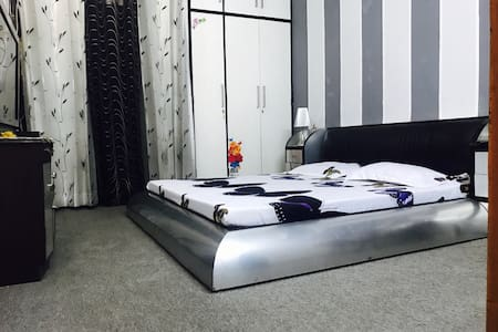 Fully carpeted bedroom wid bathroom,heart of delhi - Neu-Delhi - Wohnung