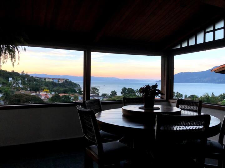 Apartamento com linda vista para o mar e Ilhabela.