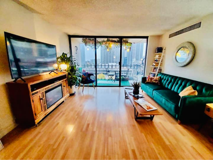30+ days Mid Century condo in the heart of Denver.