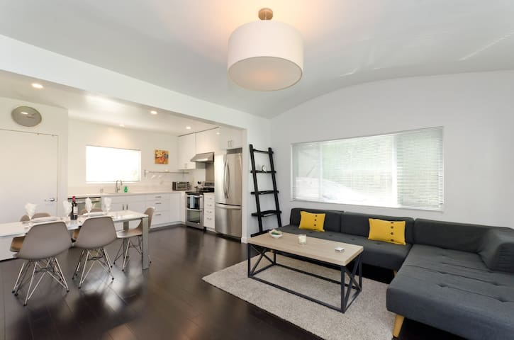PERFECT monthly furnished home in Santa Monica!