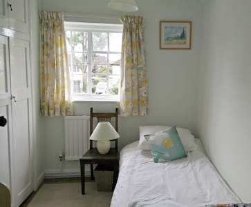 Lovely village nr Cambridge cosy single room - Histon - 独立屋