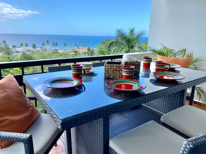 Ocean View Condo with Pool and Nearby Beach