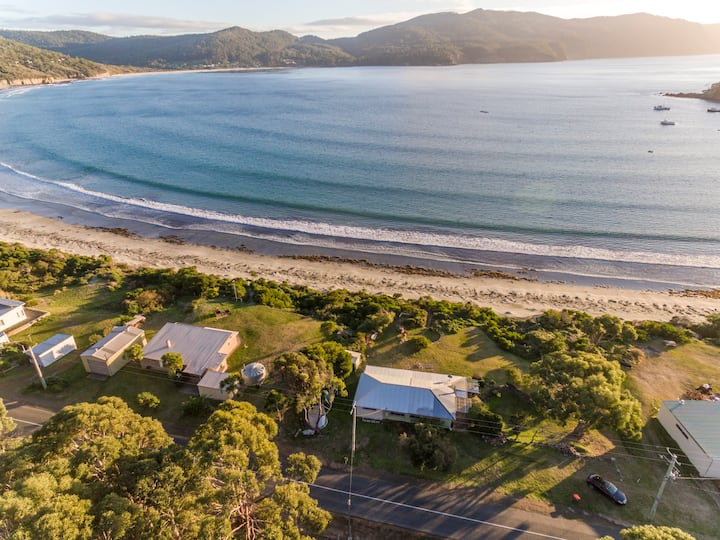 "Absolute Beach Front ""Wee Doo"" Eaglehawk Neck"