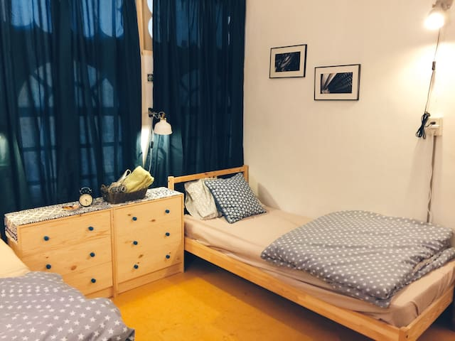 2 min away to MRT// Taiwanese Apt.//Cozy Room - Sanchong District - Appartement