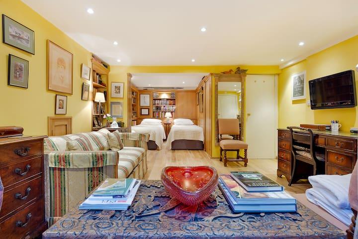 Spacious Ensuite Bedroom & Library
