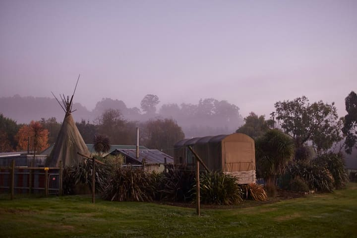 Glamping on 40acres of private farm - Coalville