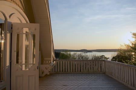 Sekelskiftesvilla med egen strand och brygga - Ljungskile - Σπίτι