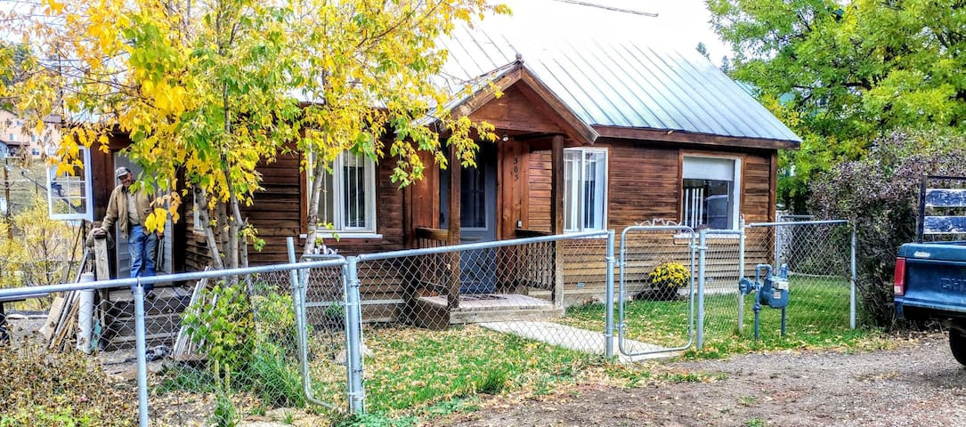 Cozy Home Down Town Pagosa Springs, Pet Friendly