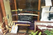 Japanese sword shop shopping district a 2-minute walk.