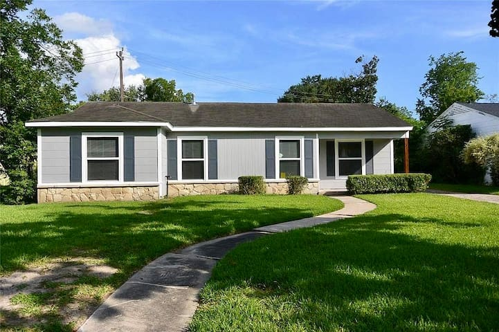 Newly Remodeled One Story Houston - Close to All