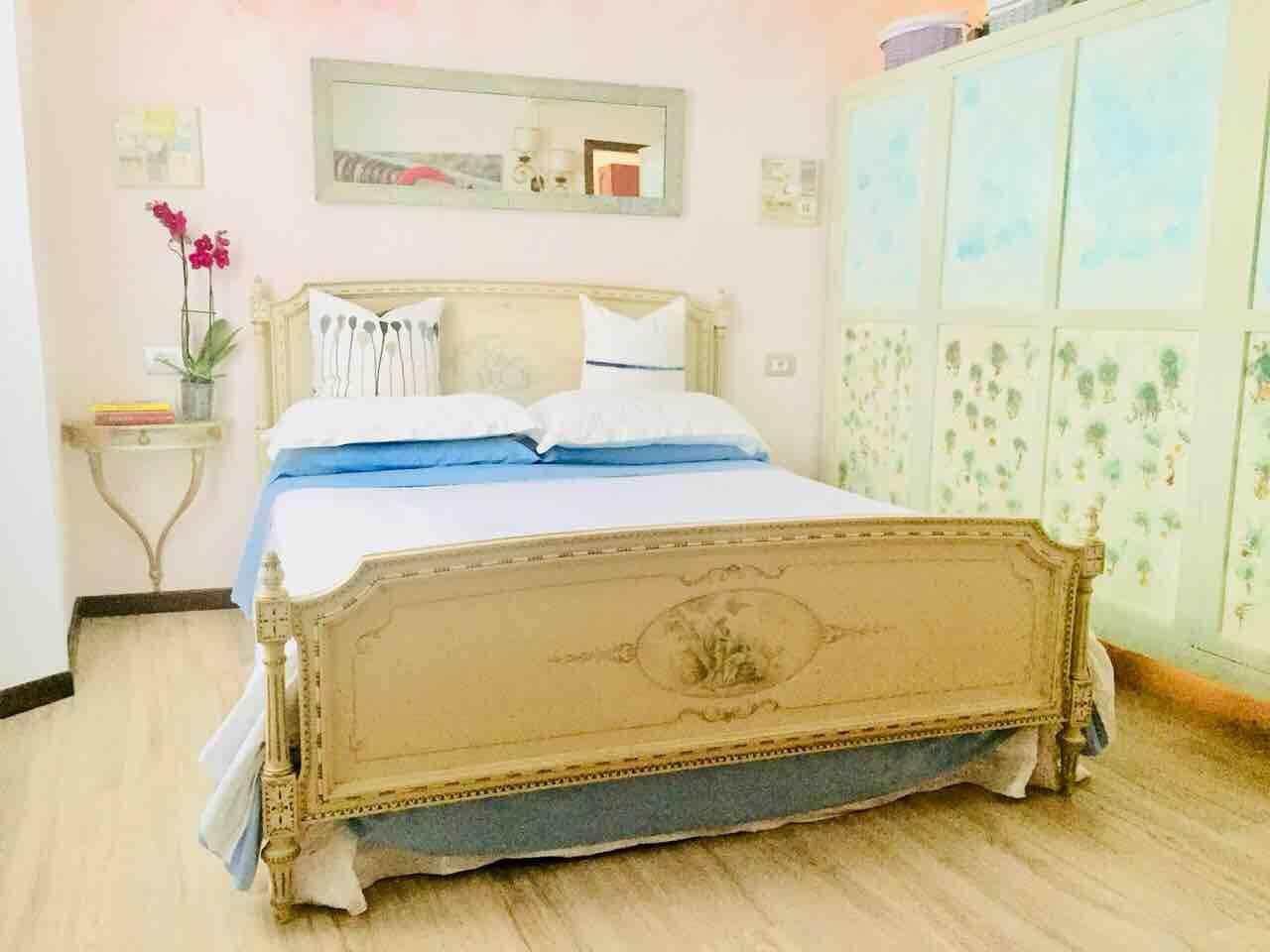 King size bed Gli arredi d'epoca danno un tocco di classe agli ambienti e rendono l'atmosfera familiare, ideale per il relax. Daniel, i tuo host
