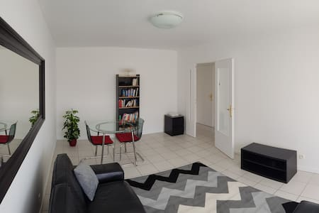 Cozy apartment close to Geneva and all commodities