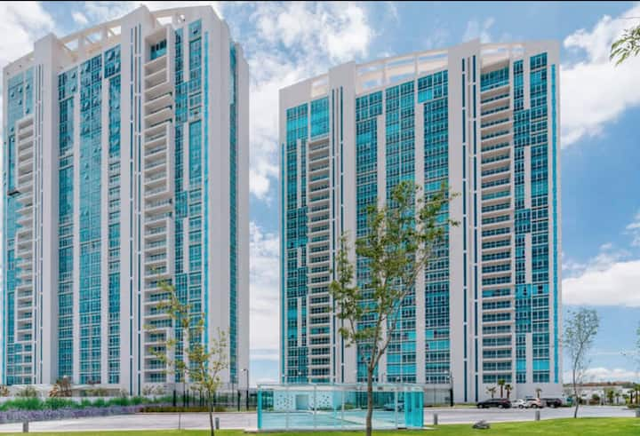 Juriquilla Towers Depa 1 recamara King Increible