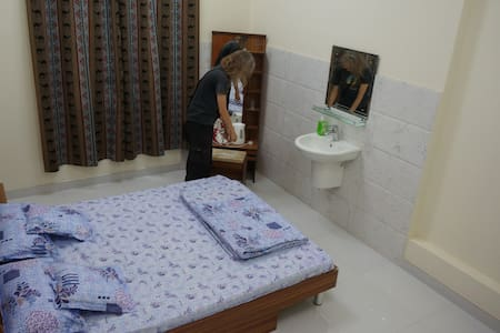 Double room with shared bathroom (room 5) - Muscat - Appartement