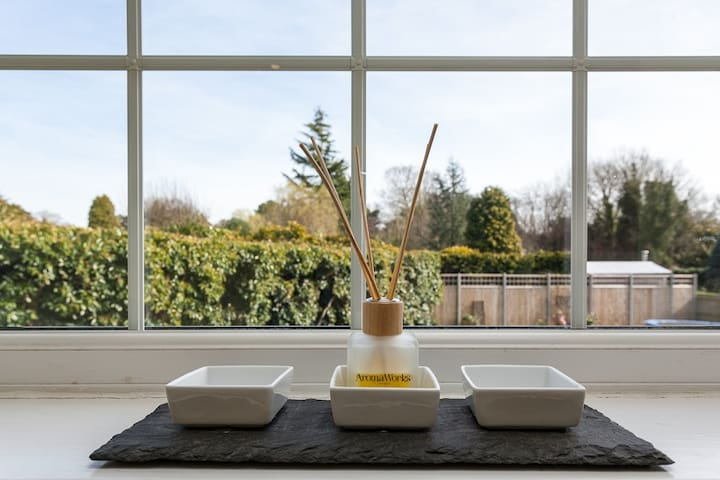 Horsham. Gorgeous Double En-Suite Bath & Shower - West Sussex - บ้าน