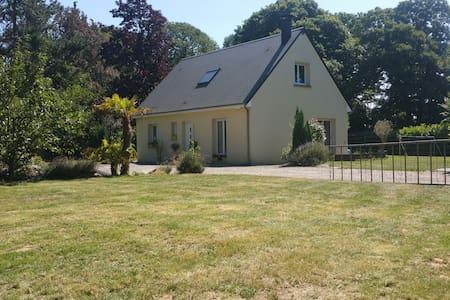 Maison et grand jardin dans la campagne normande - Saint-Samson-de-la-Roque - บ้าน