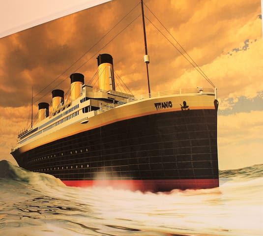 Lounge.. Titanic wall mural
