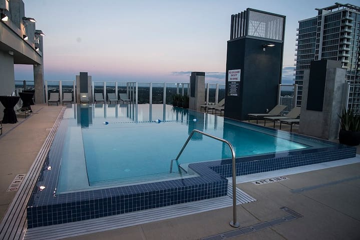 MODERN DOWNTOWN APT-AMAZING VIEW/NO CLEANING FEE!! - Orlando - Byt