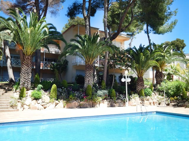 Apartment Platja de Aro with terrace and pool in Treumal Resort
