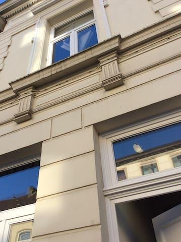 Meeting rooms  in Art Nouveau Antwerp! Add Beds!