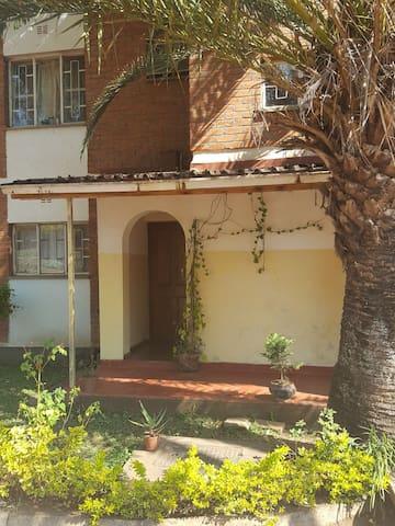 Lilongwe Living - Takulandilani (Welcome)