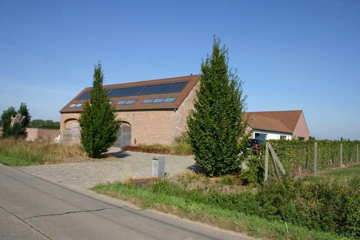 """Gîte rural """"Les Graminées"""" - 3 épis - Frasnes-lez-Anvaing - Daire"""
