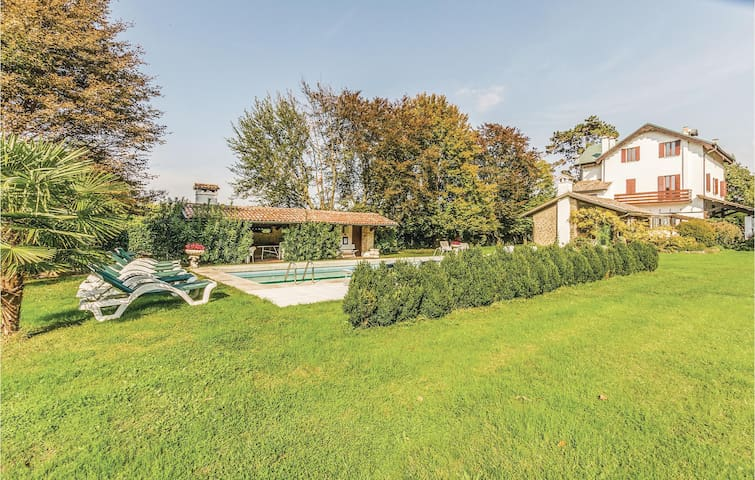 Holiday cottage with 7 bedrooms on 400 m² in Torreglia  PD