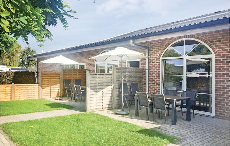 Terraced house with 2 bedrooms on 55m² in Groede