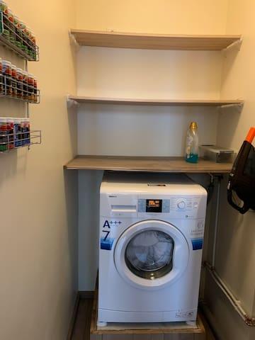 Abstellraum mit Waschmaschine