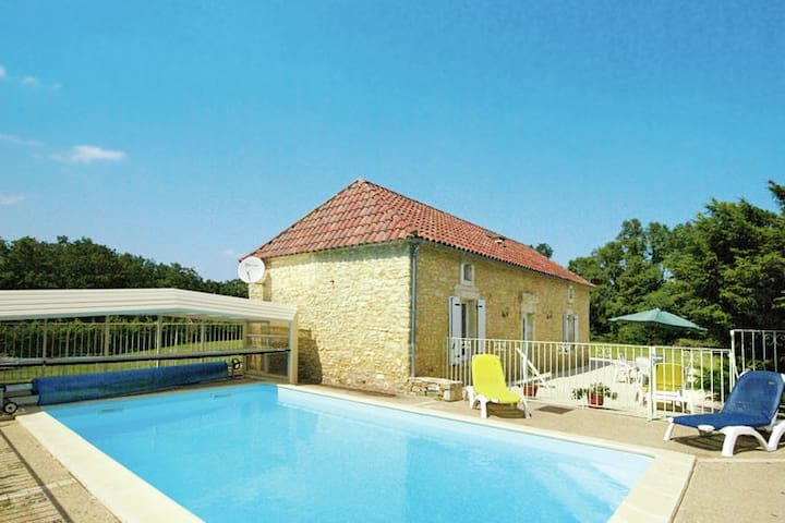 Cozy Holiday Home in Florimont-Gaumier with Private Pool