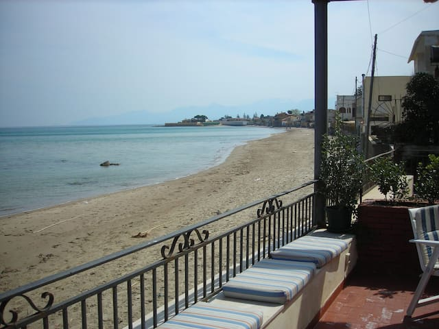Villa on the beach by the sea with terrace - San Nicola l'Arena