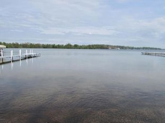 Lakefront Cottage on Coldwater Lake - Coldwater - Hus