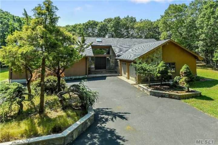 Spacious Ranch-4 acres.  Near Wineries & Greenport