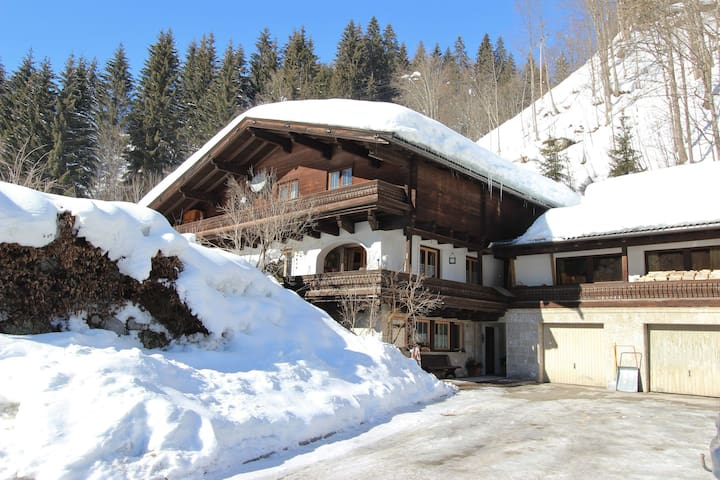 Charmant appartement in Saalbach-Hinterglemm met barbecue