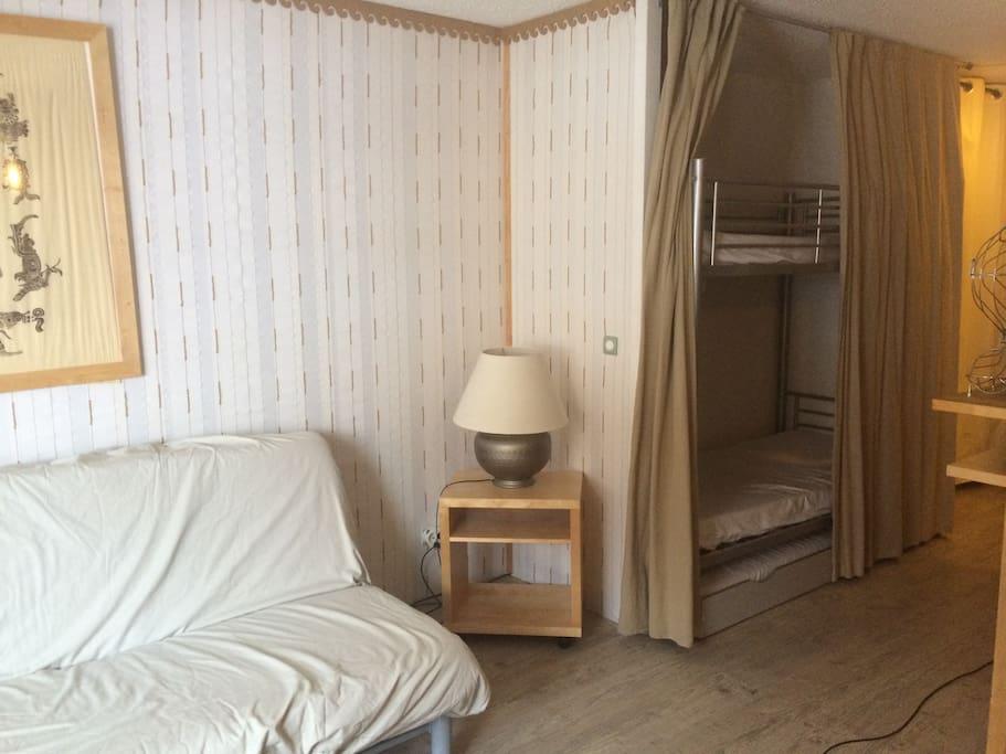 Canapé-lit et coin couchettes