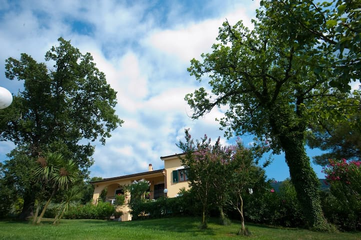 Lovely countryside B&B close to Salerno