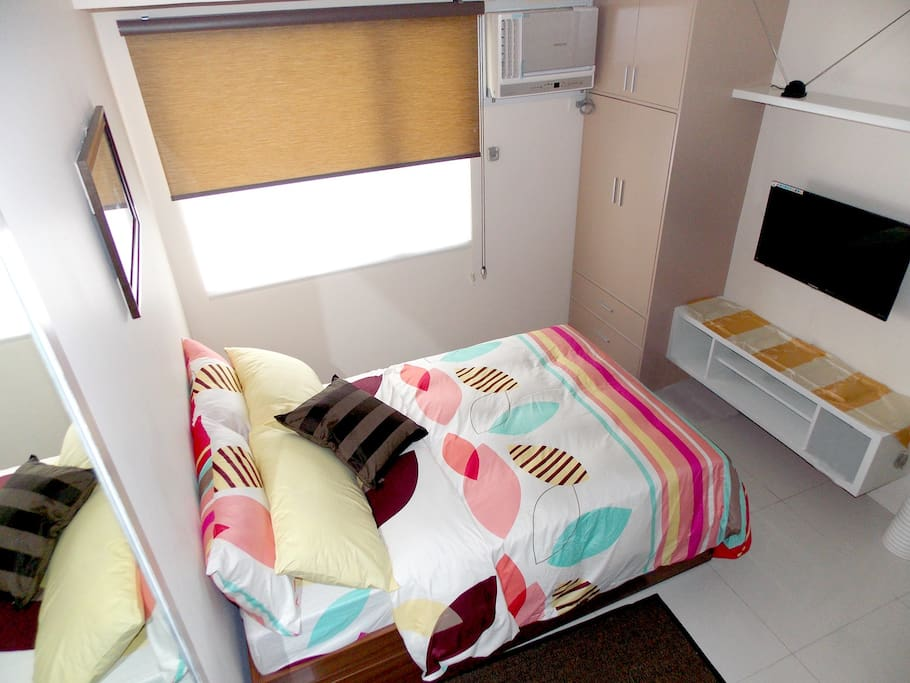 Very comfortable bed, beddings and pillows